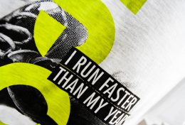 "t-shirt personalizzata per evento ""I run faster then my years"""